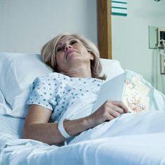 Человек больнице