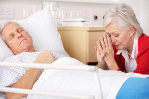 Сидит у пациента